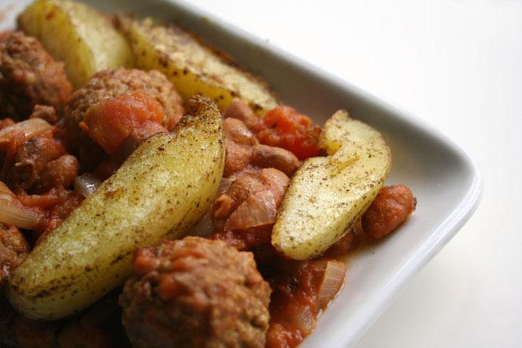 vegetarische bruinenbonenstoof met aardappelpartjes