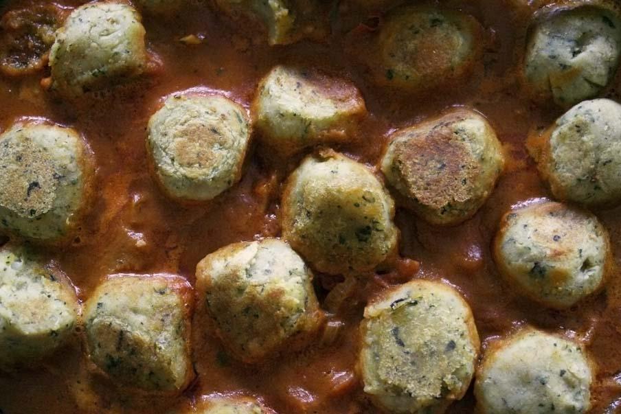 aardappelballetjes currysaus