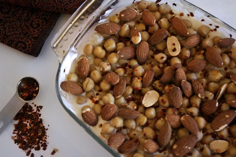 syrische broodschotel met amandelen